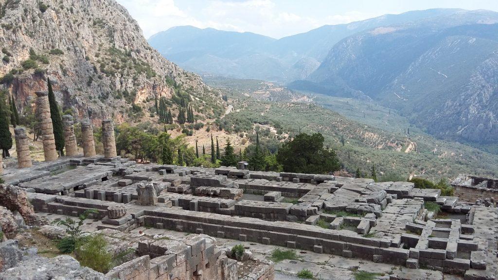 храм Аполлона в Делфы