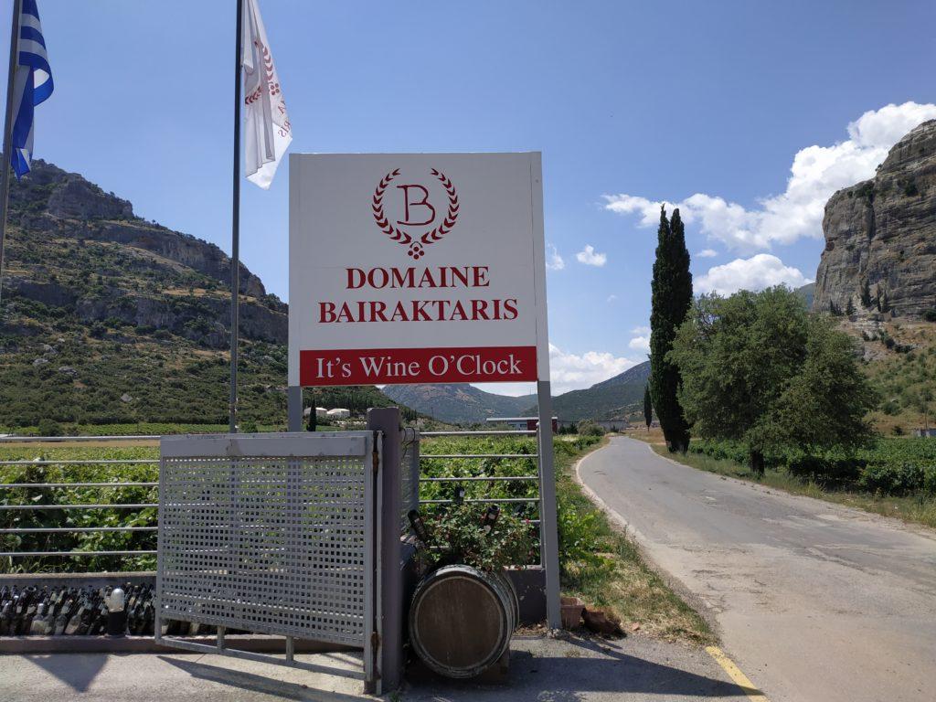 таблица винодела Баирактарис в Немеи