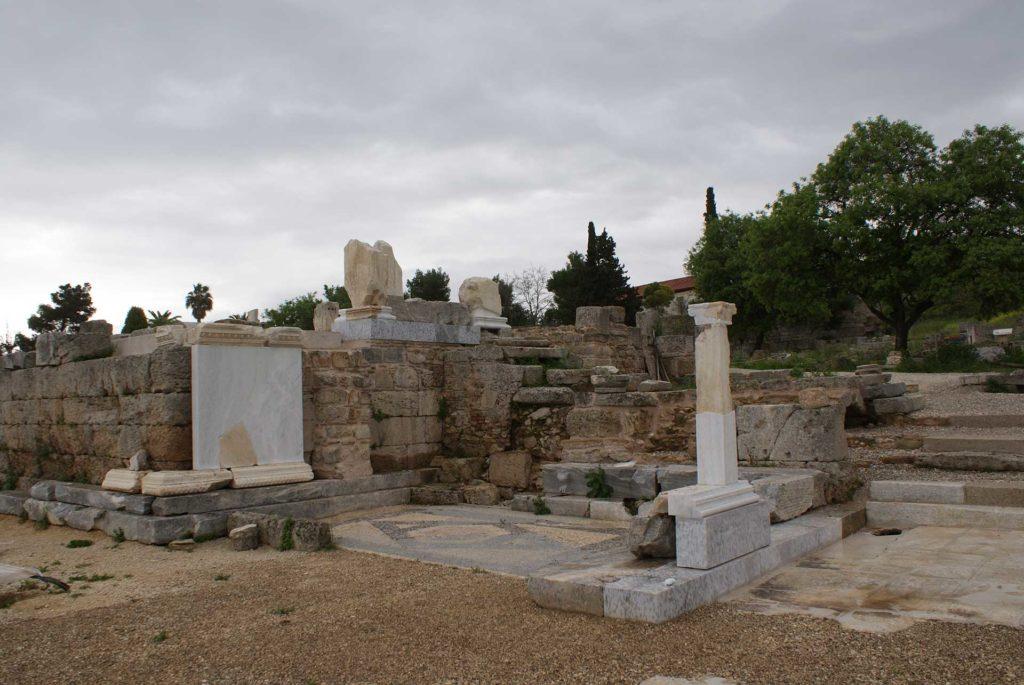 бима в древний Коринф