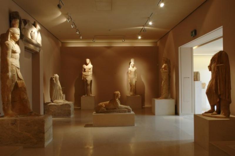 египетские статуи в музеи Марафона